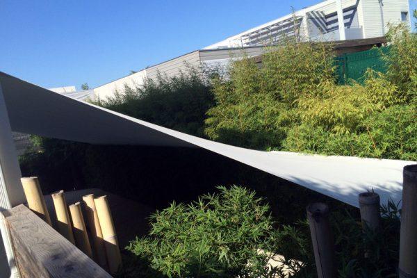 Voile d'ombrage pour jardin à Bordeaux par l'Atelier du Comte Emporain